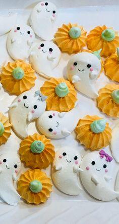 Halloween Desserts, Spooky Halloween, Halloween Macaroons, Halloween Backen, Pretty Halloween, Halloween Food For Party, Halloween Cookies, Halloween Treats, Macarons