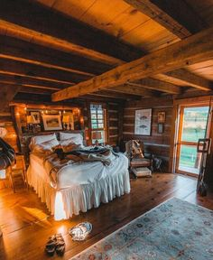 47 Lac rustique relaxant H - Home Decora La Maison Cabin Homes, Log Homes, Future House, Rustic Lake Houses, Haus Am See, Cabin Interiors, Cabins And Cottages, Log Cabins, Home Bedroom