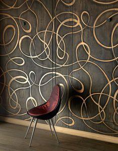 Буазери из дуба со вставками из меди, пол из тонированного дуба со вставками из матированной стали, стул из венге.