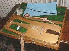 ROTA.  Lira medieval cuyos brazos formaban parte del cuerpo instrumental, a la manera de la cítara.