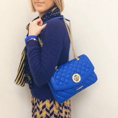 Must-have: trapuntata di Moschino! Scopri di più su manlioboutique.com  #bags #handbags #blue #shopping #style