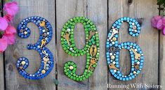 Learn to make mosaic house numbers using silicone and no grout! In this video tutorial we& show you how to make your own steampunk mosaic house numbers. Distressing Painted Wood, Light Up Canvas, Pot Mason, Mason Jar, Easy Fall Wreaths, Diy Trellis, Support Mural, Mosaic Garden, Mosaic Diy