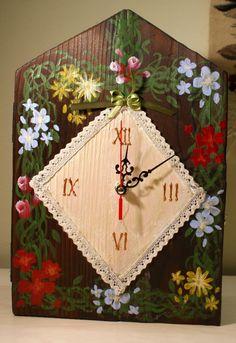 Ceas rustic din lemn de brad, pictat manual