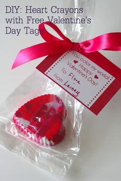 DIY: Crayon Hearts Tutorial with free printable tag...cute and inexpensive, great for school hand outs!