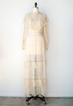 vintage 1970s bohemian wedding dress