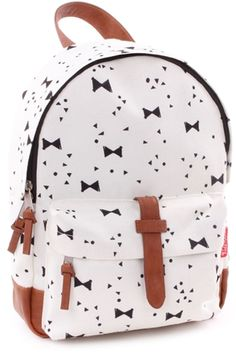 Kidzroom Backpack Black & White Animals is the perfect gift and must haves for each child. Take a look at June and Julian for backpacks and more! Toddler Boys, Baby Kids, Little Ones, Little Girls, Little Girl Closet, Baby Wish List, Boys Backpacks, Travel Kits, My Princess