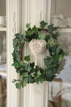 A simple wreath Door Wreaths, Grapevine Wreath, Little Green House, Hera, Woodlands Cottage, Deco Table Noel, Rose Cottage, Colorful Garden, Wreaths