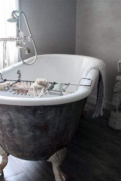 Bath tub clawfoot apartment therapy 29 Ideas for 2019 Bad Inspiration, Bathroom Inspiration, Das Haus In Montevideo, Claw Foot Bath, Sweet Home, Ideas Hogar, Beautiful Bathrooms, Small Bathrooms, White Bathrooms