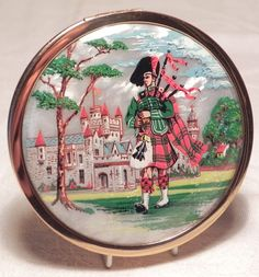Vintage Scottish Piper Powder Compact Vintage Makeup, Vintage Vanity, Vintage Tins, Vintage Antiques, Stratton Compact, Vanity Cases, Mirror Powder, Small Case, Lipstick Case