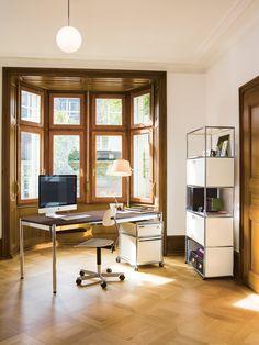 Raffinierte Homeoffice-Lösungen fügen sich perfekt in das Bild der Wohnräume ein – ohne Kompromisse bei Funktionalität oder Design.