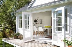 Mit helle i haven Weekend House, Garden Sitting Areas, Small Summer House, Houses In Ireland, Summer House Garden, House Exterior, Building A House, White Brick Houses, Bay House
