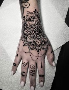 Selecting the perfect tattoo design is always the hardest thing. Your tattoo should be inspirational & beautiful. Here is the list of tattoos you can try. Pretty Hand Tattoos, Tribal Hand Tattoos, Hand And Finger Tattoos, Mandala Hand Tattoos, Hand Tattoos For Girls, See Tattoo, Henna Tattoo Hand, Hand Tats, Girly Hand Tattoos