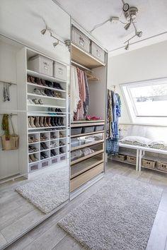 PAX garderobekast | #IKEA #IKEAnl #modulair #systeem #kast #opbergen #schuifdeuren #eikenfineer #spiegel #inloopkast #schoenen