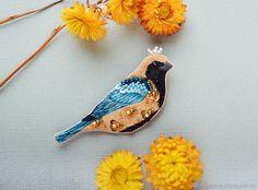 """Вышитая брошь птица """"Cayenne"""" – купить в интернет-магазине на Ярмарке Мастеров с доставкой"""