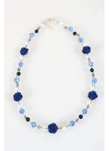 Halsketting met blauwe roosjes