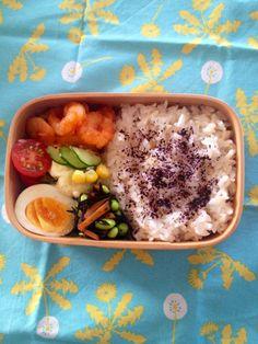Twitter from @sakuranoki3 今日のお弁当:エビちり風、ポテトサラダ、ひじき煮、ゆで卵 #obento #obentoart