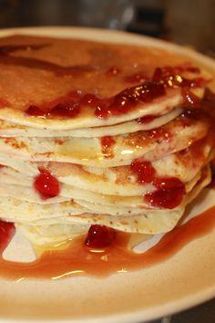 J'ai réalisé des vrais pancakes américains. Pour voir les Ingrédients : sucre, beurre, farine, lait, levure. #CliqueIci