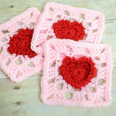 heart granny square crochet pattern from @petalstopicots