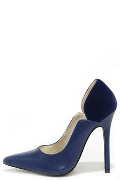 Navy Blue Pointed Pumps ==