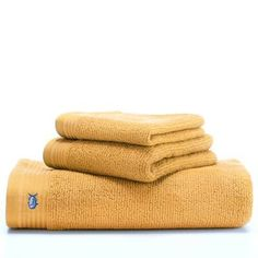 Add a whole new dimension in luxury to your bathroom with the Southern Tide Performance Hand Towel. Featuring Intelliweave® technology, this ultra-soft towel is super-absorbent, fast drying, low linting and very durable. Hand Towel Sets, Hand Towels, Contemporary Baths, Towel Rug, Face Towel, Terry Towel, Soft Towels, Southern Tide, Modern Bathroom Design