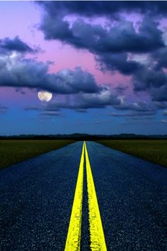 tulipnight:  Road to Moon and Mars by Carlos Gotay Martínez on Flickr.