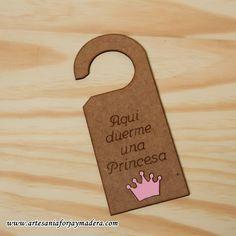 colgador de madera para puertas