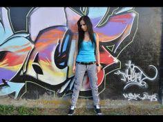 Az Sorok című videoklipet a partyweb.hu forgatta, Angel vágta, az utómunkában pedig a HD Pictures Studio segített.