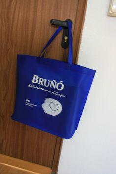 e55e83022 Bolso de tela en color azul con impresión en blanco. Bolsas de tela  personalizadas y