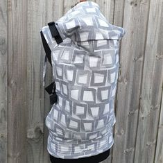 Custom preschool size full buckle baby carrier made from an Ankalia Stonewall Ash wrap. This carrier in lovely neutral grays has fit adjusters on the shoulder straps and leg padding.
