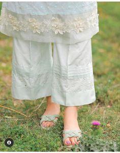 Pakistani Wedding Outfits, Pakistani Dresses Casual, Pakistani Dress Design, Best Casual Dresses, Stylish Dresses For Girls, Elegant Dresses, Girls Fashion Clothes, Fashion Pants, Fashion Dresses