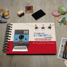 En el álbum de fotos que incluye la Peque MyRetrobox podréis guardar las fotos más entrañables de los primeros años de vida del niño o niña, y que así sean un recuerdo muy  entrañable y emotivo de su infancia dentro de la cápsula del tiempo Peque MyRetrobox. #fotos #recuerdos #niño #infancia
