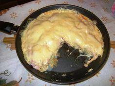 Um jeito diferente de fazer a batata,confira  Ingredientes  4 a 5 batatas médias descascadas e cortadas em rodelas 1 colher de azeite 1 dente de alho amassado Sal a gosto 1 copo de