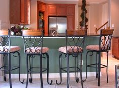 Houston Home Staging... a moving experience!   We offer flat-fee vacant home staging pacakes, and our company-owned inventory is featured in this staging!   HOUSTON HOME STAGING... a moving experience!