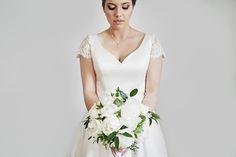 Bride with peonies boquet picture: @malrzewparze