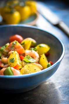 Sund rejesalat med tomater og spicy citrondressing
