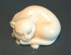 White Cat - Japanese netsuke miniature sculptures