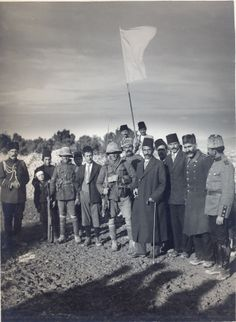 Surrender of Jerusalem, [9] December 1917: meeting of the mayor with two British soldiers