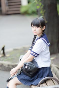 "Korean ""Let& look at the uniforms of Japanese high school girls. Cute School Uniforms, School Uniform Girls, Girls Uniforms, High School Girls, Japanese High School, Japanese School Uniform, Cute Asian Girls, Cute Girls, Poses"