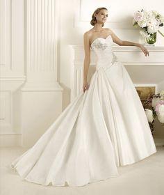 Pronovias vous présente la robe de mariée Dracma. Glamour 2013. | Pronovias