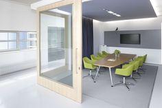 Vitra stoel Softshell Chair Fourstar gepolijst onderstel door Ronan & Erwan Bouroullec | Designlinq