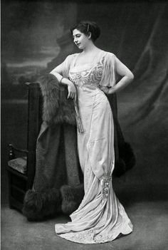 """twixnmix:"""" Mata Hari - Lady of FashionThe Dutch exotic dancer and courtesan is now usually pictured in her revealing costumes, but in her day she was chic and well-dressed. Mata Hari was frequently featured in all the most fashionable. Victorian Women, Edwardian Era, Edwardian Fashion, Vintage Fashion, 1900s Fashion, French Fashion, Mata Hari, Belle Epoque, Vintage Photographs"""