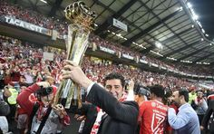 As melhores imagens da festa do Benfica após a conquista da sétima da Taça da Liga da história do clube.