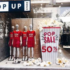 "POP UP STORE, Brazil, ""POP SALE-50% OFF"", photo by Fabiana Justus, pinned by Ton van der Veer Fashion Window Display, Window Display Retail, Visual Merchandising Displays, Visual Display, Ri Happy, Photo Corners, Store Windows, Pop Up Shops, Store Displays"