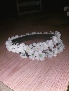 Small White Flowered Headband.