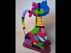 DIY - Step by step video to make this cat. Shown in wood but heavy cardboard works, too. Gato Arte Brito Paso a Paso Fabric Painting, Diy Painting, Painting On Wood, Painting Furniture, Canvas Mobile, Donna Dewberry Painting, Christmas Tree Painting, Christmas Trees, Wood Cat