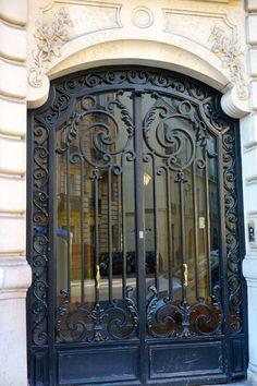 Door of the Month: Rue Danton Wrought Iron Security Doors, Wrought Iron Stairs, Iron Fence Gate, Metal Gates, Steel Gate, Steel Doors, House Gate Design, Door Design, Recoleta Cemetery