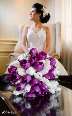 Buque tulipas | Buquet Tulip in the Brasil destination Wedding. | www.feliperoehe.com.br