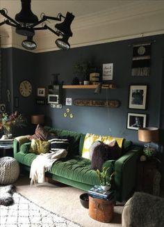 New living room grey walls dark floors sofas Ideas Living Room Decor Colors, Living Room Paint, New Living Room, Living Room Sofa, Living Room Designs, Apartment Living, Dark Green Living Room, Green Velvet Sofa, Living Room Arrangements