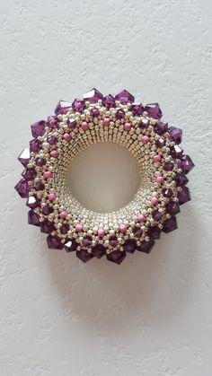 Beaded Jewelry Designs, Seed Bead Jewelry, Jewelry Trends, Beaded Jewellery, Bead Crochet, Crochet Earrings, Golden Sun, Beading Patterns Free, Beaded Collar