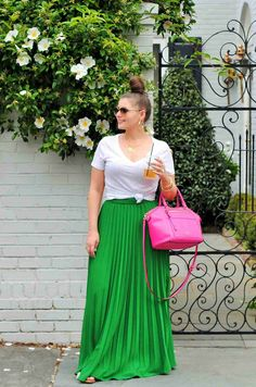 27 Stylish Plus Size Outfits to Wear This Summer : 27 Stylish Plus Size Outfits to Wear This Summer Want cute summer outfit ideas for your curvy body? Check out these plus size summer outfits you can wear to look pretty and feel your best every day. Summer Outfits Women 30s, Cute Summer Outfits, Spring Outfits, Summer Wear, Style Summer, Look Plus Size, Plus Size Maxi, Plus Size Women, Plus Size Skirts